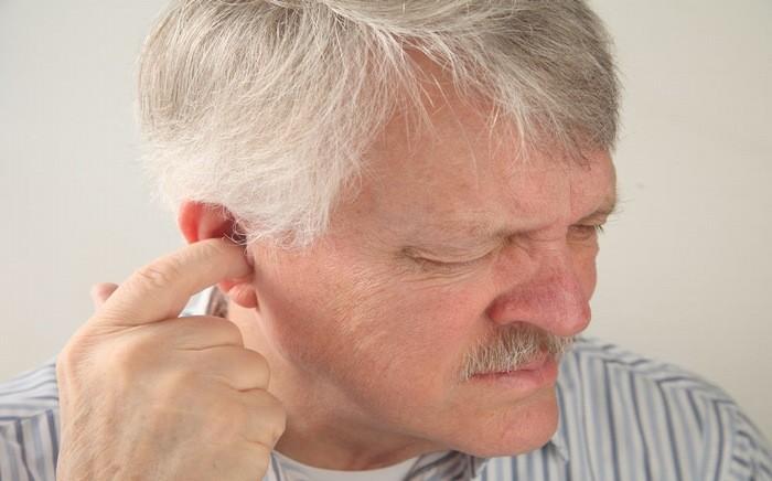 Sưng tai, ngứa và hay ngoáy tai có thể là dấu hiệu bệnh viêm tai ngoài