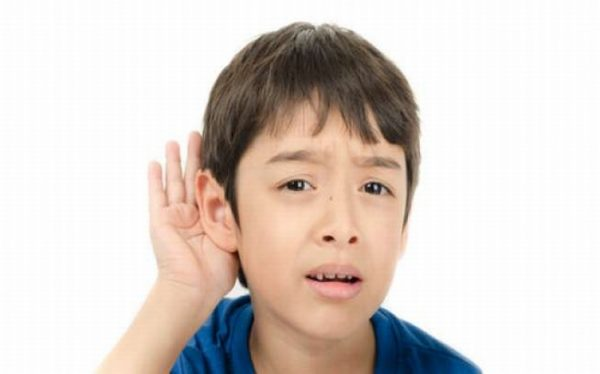 Viêm tai ngoài nếu không được điều trị hiệu quả, bệnh nhân có thể gây biến chứng khiếm thính