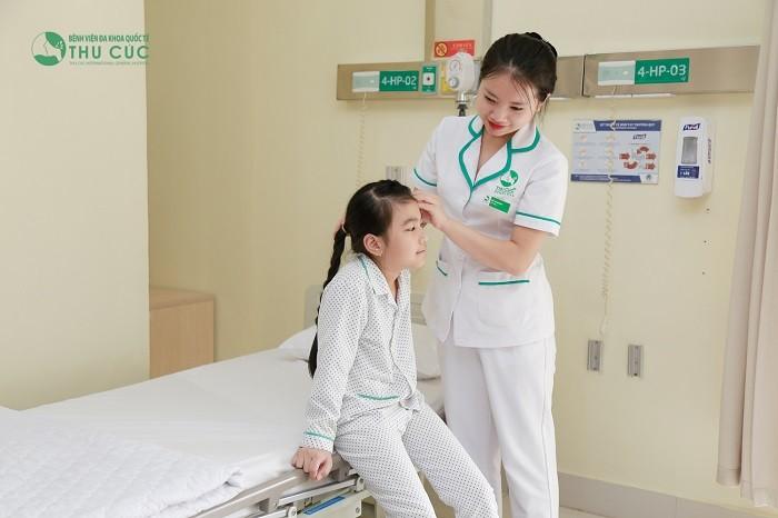 Trẻ được điều dưỡng chăm sóc chu đáo tại viện Thu Cúc