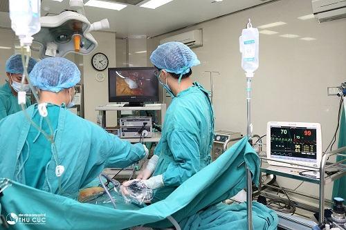 Bệnh viện Đa khoa Quốc tế Thu Cúc tập hợp đội ngũ bác sĩ giỏi, nhiều năm kinh nghiệm trong điều trị tổn thương đứt dây chằng khớp gối.