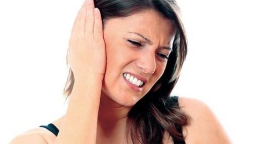 Đau tai là một trong những triệu chứng điển hình của người bệnh viêm amidan