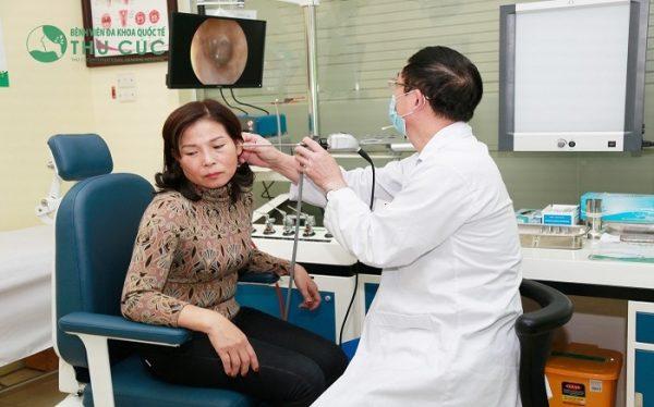 Thăm khám để được điều trị hiệu quả bệnh viêm tai giữa cấp ở người lớn