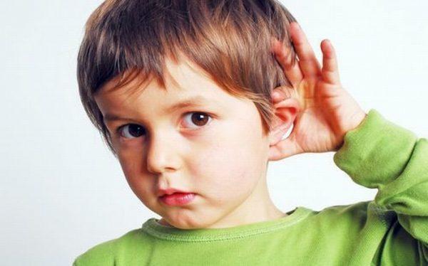 Viêm tai giữa không được điều trị triệt để có thể dẫn đến biến chứng giảm khả năng nghe, khiếm thính cho bệnh nhân