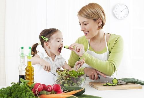 Đảm bảo chế độ dinh dưỡng tốt cho con là cách phòng bệnh hữu hiệu