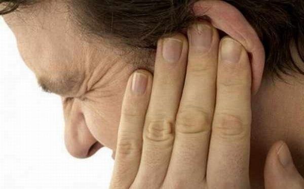 Đau nhức tai, tai đỏ chảy nước là biểu hiện bệnh viêm tai ngoài cần được phát hiện sớm và điều trị đúng cách