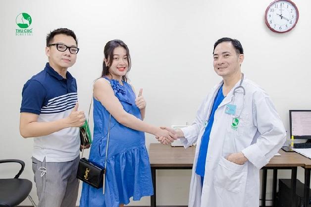 Để biết cách xử trí khi bị đau bụng dưới khi mang thai, chị em nên đi gặp bác sĩ