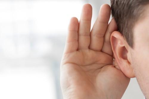 Viêm tai giữa ứ dịch ảnh hưởng đến sức nghe của trẻ