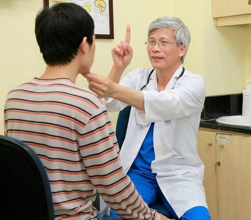 Bác sĩ chuyên khoa sẽ cho bạn biết xuất huyết nãocó chữa được không, cũng như đưa ra cách điều trị phù hợp.