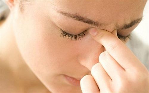 Đau nhức là một trong những biểu hiện thường gặp ở người bệnh viêm xoang