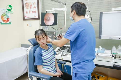 Bệnh viện Thu Cúc có đội ngũ bác sĩ chuyên khoa Tai Mũi Họng giỏi trực tiếp thăm khám và điều trị