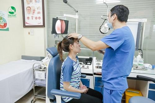 Bệnh viện Thu Cúc có đội ngũ bác sĩ chuyên khoa Tai Mũi Họng giỏi trực tiếp thăm khám, điều trị
