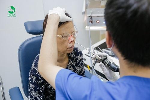 Điều trị viêm mũi xoang hiệu quả cần có sự thăm khám của bác sĩ chuyên khoa