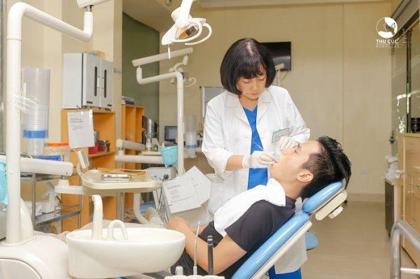 Thăm khám, cấy ghép răng Implant cần được thực hiện nha sĩ giỏi, giàu kinh nghiệm
