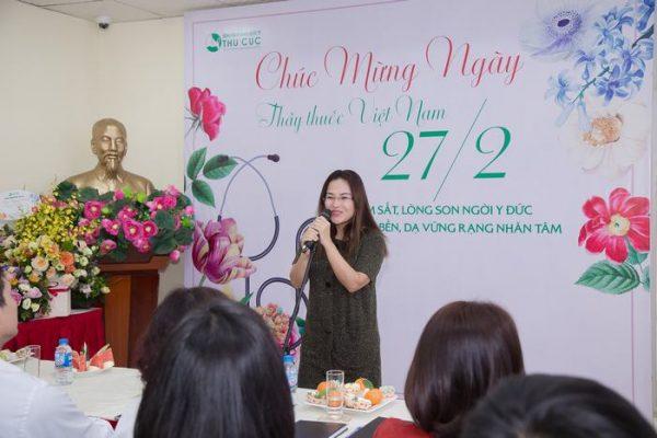 Chủ tịch Nguyễn Thu Cúc gửi lời chúc tới cán bộ nhân viên bệnh viện