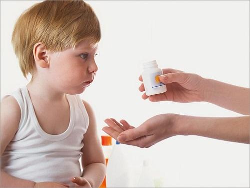 Tuân thủ đúng chỉ dẫn điều trị của bác sĩ đảm bảo điều trị viêm họng của con hiệu quả