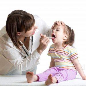 Trị viêm họng cho bé hiệu quả, cha mẹ cần lưu ý những gì?
