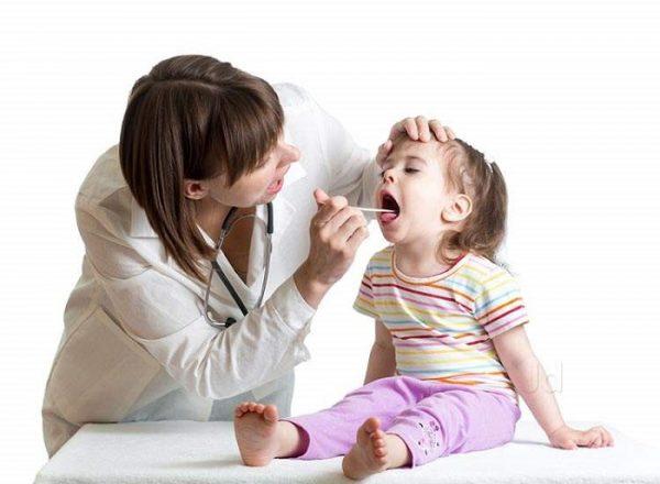 Viêm họng rất hay gặp ở trẻ, đặc biệt là trẻ nhỏ sức đề kháng kém