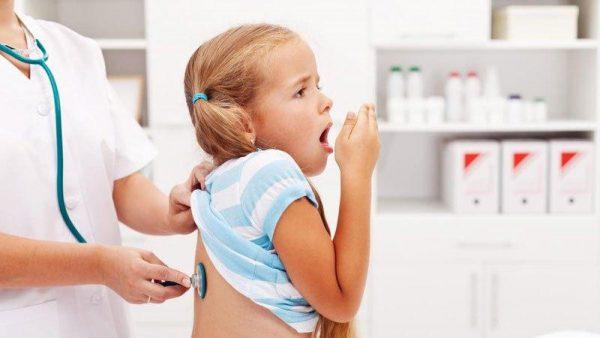 <em>Hen phế quản có các biểu hiện như ho, tức ngực , khó thở, khò khè gây ảnh hưởng nghiêm trọng đến hệ hô hấp của người bệnh.</em>