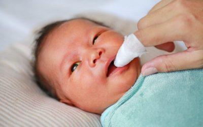 Cách rơ lưỡi cho trẻ sơ sinh hiệu quả nhất
