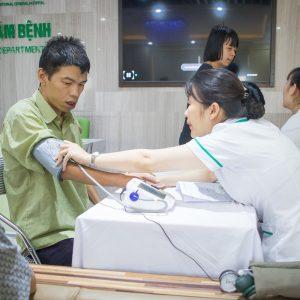 Bệnh viện Thu Cúc khám và tặng thuốc cho người khuyết tật tại Quận Tây Hồ, HN