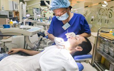 Nhổ răng khôn chảy máu bao lâu?