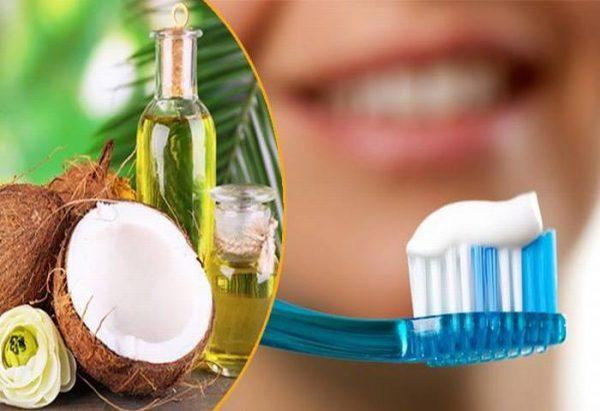 đánh răng với dầu dừa