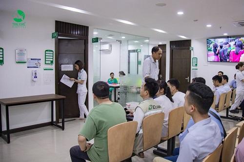 Hầu hết cán bộ nhân viên Ecoba đến đông đủ để khám bệnh tại Bệnh viện Thu Cúc