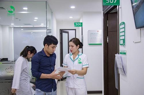 Bác sĩ trả kết quả khám bệnh và đưa ra những lời khuyên tốt nhất dành cho bạn