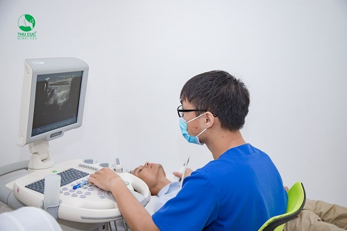 Siêu âm vùng bụng để kiểm tra các bộ phận bên trong cơ thể