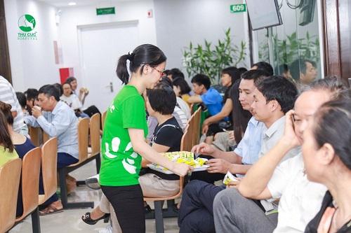 Bệnh viện hỗ trợ bánh sữa nhằm mang lại sự thoải mái, dễ chịu nhất cho khách tham dự hội thảo.