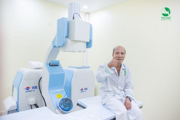Hàng nghìn bệnh nhân đã tin tưởng và sử dung dịch vụ tán sỏi công nghệ cao không cần mổ tại Bệnh viện ĐKQT Thu Cúc.