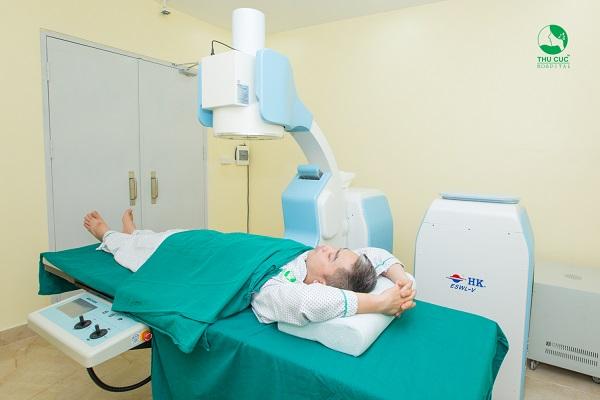 Điều trị sỏi niệu quản bằng phương pháp tán sỏi ngoài cơ thể tại Thu Cúc,