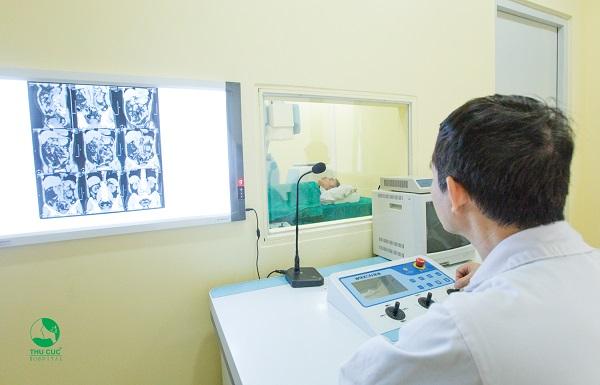 Điều trị sỏi tiết niệu bằng phương pháp tán sỏi ngoài cơ thể tại Bệnh viện ĐKQT Thu Cúc.