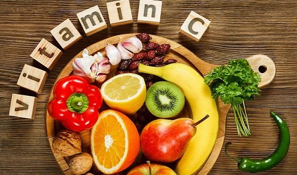Thực phẩm chứa quá nhiều vitamin C có thể biến đổi bệnh sỏi bàng quang thành oxalate. Oxalat và canxi có trong thận có thể dẫn tới sự hình thành, và phát triển ngoài mong muốn của sỏi bàng quang.