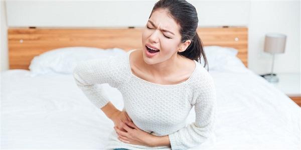 Các triệu chứng của bệnh sỏi niệu quản: đau bụng, tiểu buốt, tiểu rắt, tiểu máu,..