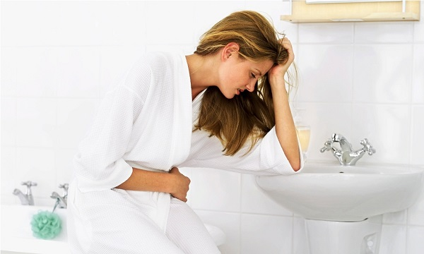 Bệnh viêm đường tiết niệu xảy ra ở phụ nữ nhiều hơn với nhiều triệu chứng: tiểu buốt, tiểu dắt, đau bụng dưới,...