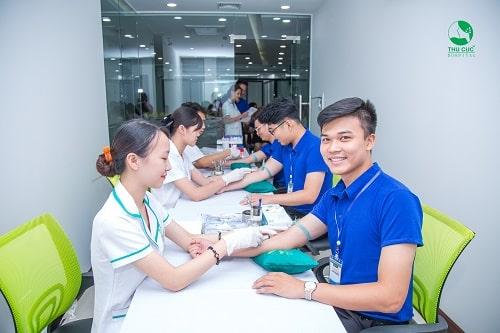 Xét nghiệm máu rất quan trọng trong khám sức khỏe định kỳ người lao động