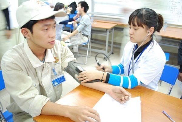 khám sức khỏe cho công nhân ở Thu Cúc