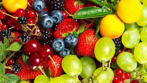Trái cây giàu anthocyanin nho, anh đào, dâu, quả việt quất,…và các loại hoa quả giàu vitamin C góp phần đẩy lùi vi khuẩn HP