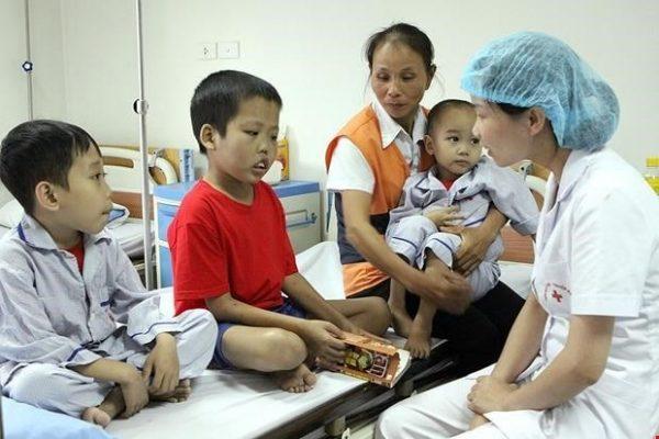 Bệnh Thalassemia tan máu bẩm sinh trẻ thường bị biến dạng và ốm yếu