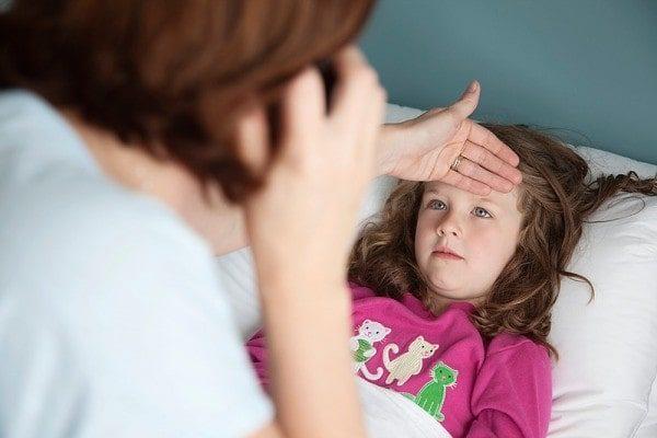 Hạ đường huyết ở trẻ tùy từng mức độ nặng nhẹ mà có các biểu hiện sức khỏe khác nhau. (ảnh minh họa)