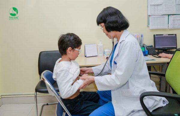 Nếu trẻ không bú được cần được bác sĩ chăm sóc bằng việc truyền dung dịch đường.