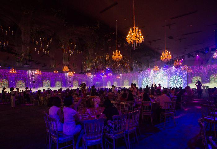 Không gian buổi tiệc ấm cúng sang trọng với đông đảo các khách mời là đại diện của hơn 500 doanh nghiệp tham dự