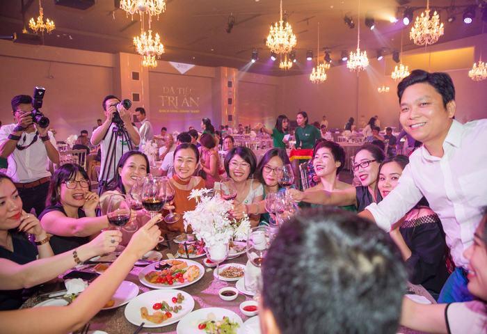 Buổi dạ tiệc trở thành cơ hội giao lưu chia sẻ của các đại diện doanh nghiệp