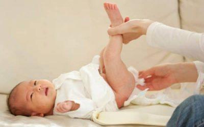Trẻ 1 đến 2 tháng đi ngoài nhiều lần và có chất nhầy là biểu hiện của bệnh gì?