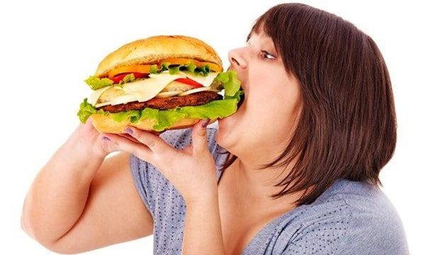 Ăn quá nhiều chất béo, thiếu canxi có thể gây hại cho hệ cơ xương khớp của bạn. (ảnh minh họa)