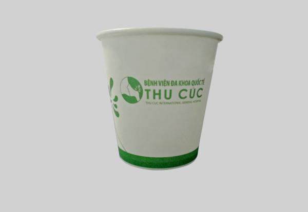 hệ thống y tế Thu Cúc sử dụng cốc giấy thay thế cốc nhựa sử dụng một lần