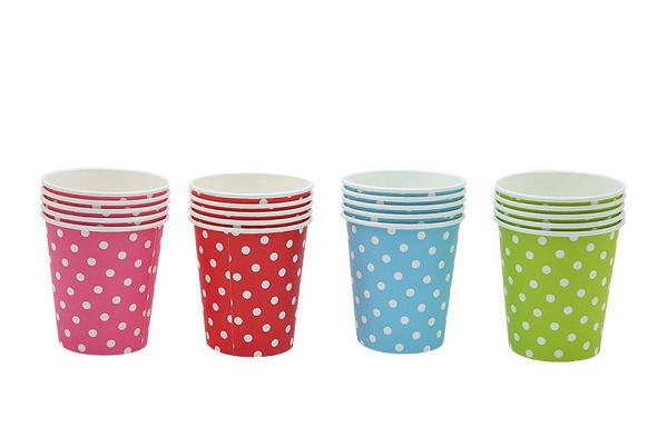 Thay thế cốc nhựa bằng cốc giấy hoặc cốc thủy tinh