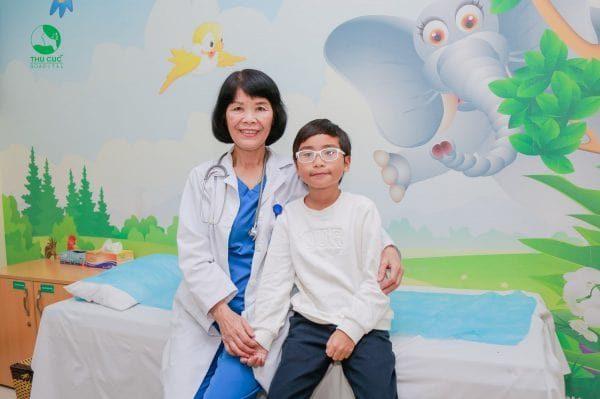 điều trị bệnh sốt xuất huyết giảm tiểu cầu ở trẻ em