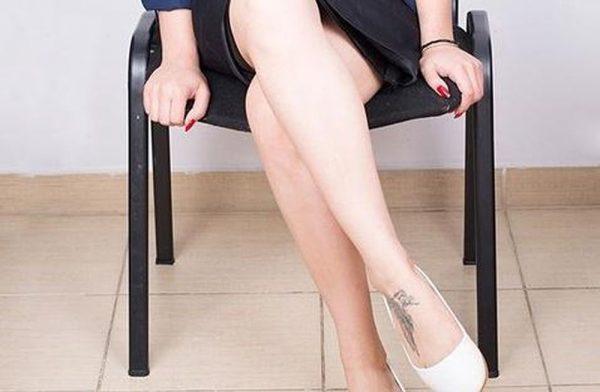 Ngồi xổm, ngồi chéo chân có thể gây bệnh cơ xương khớp